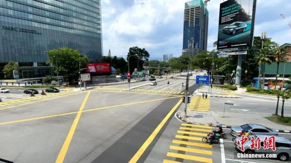 资料图:当地时间5月9日,吉隆坡街头车流人流稀疏。<a target='_blank' href='http://www.chinanews.com/'>中新社</a>记者 陈悦 摄