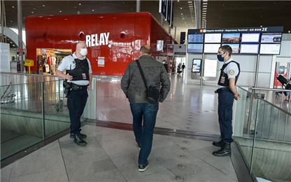 法国机场加强疫情有关检查 旅客候机时间大幅延长