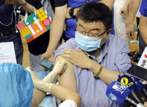"""台湾学者邱毅:民进党垄断疫苗,""""借疫谋财"""""""
