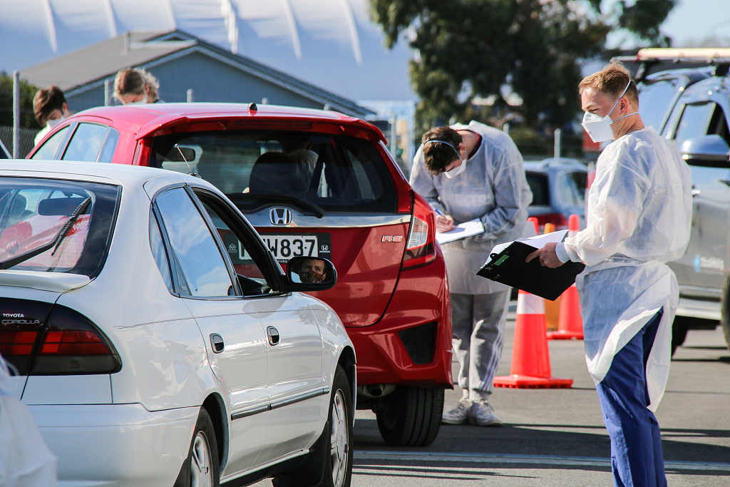 新西兰新增11例本地传播新冠确诊病例 民众街头进行新冠检测