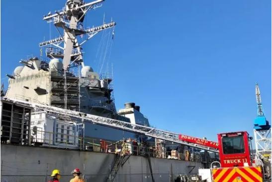 曾两次穿越台湾海峡的美驱逐舰,烧起来了