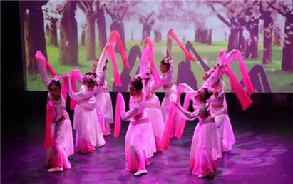 法國華裔青少年進行舞蹈匯演 講述中國故事