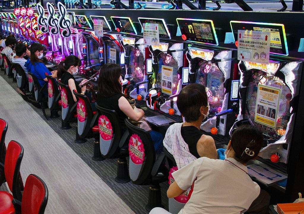 玩乐疫苗两不误?日本大阪民众游戏厅内接种疫苗