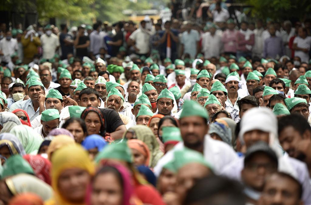 印度各地农民举行抗议:封锁公路和铁路 造成大规模拥堵