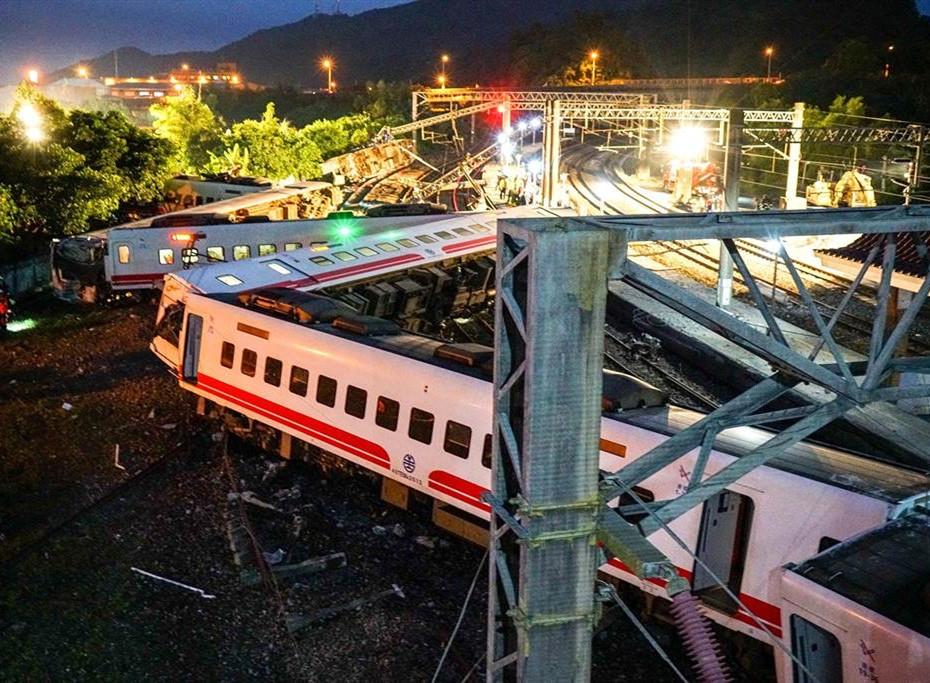 台铁普悠玛列车翻覆致18死 一审司机获刑台铁负责人被判无罪
