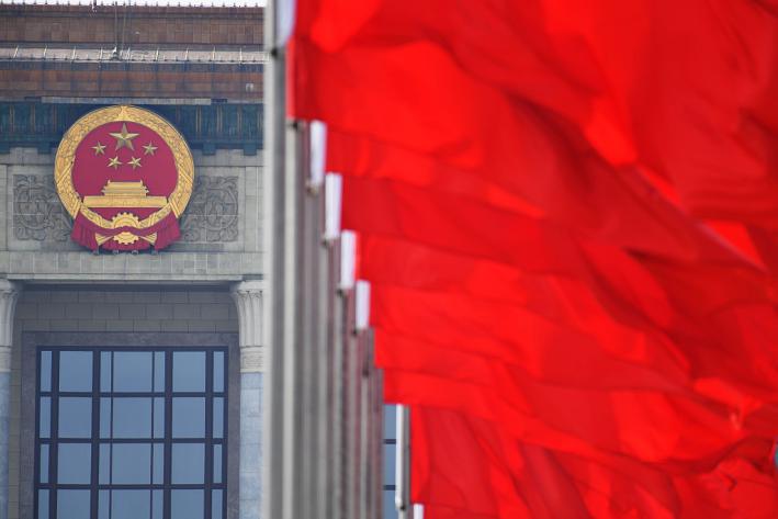 """外媒聚焦两会:中国在世界经济中扮演""""救生圈""""角色"""