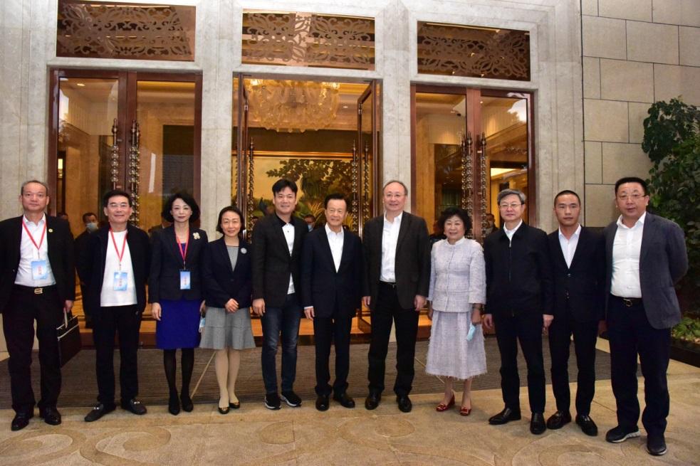 中国侨商联合会长许荣茂率团赴福建考察