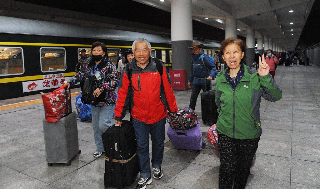 """首趟""""龙藏号"""" 旅游专列顺利返回哈尔滨"""