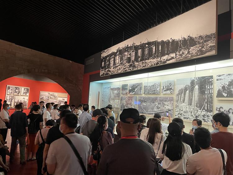 5月31日,游客在红旗渠纪念馆参观。(海外网 孟庆川摄)_副本.jpg