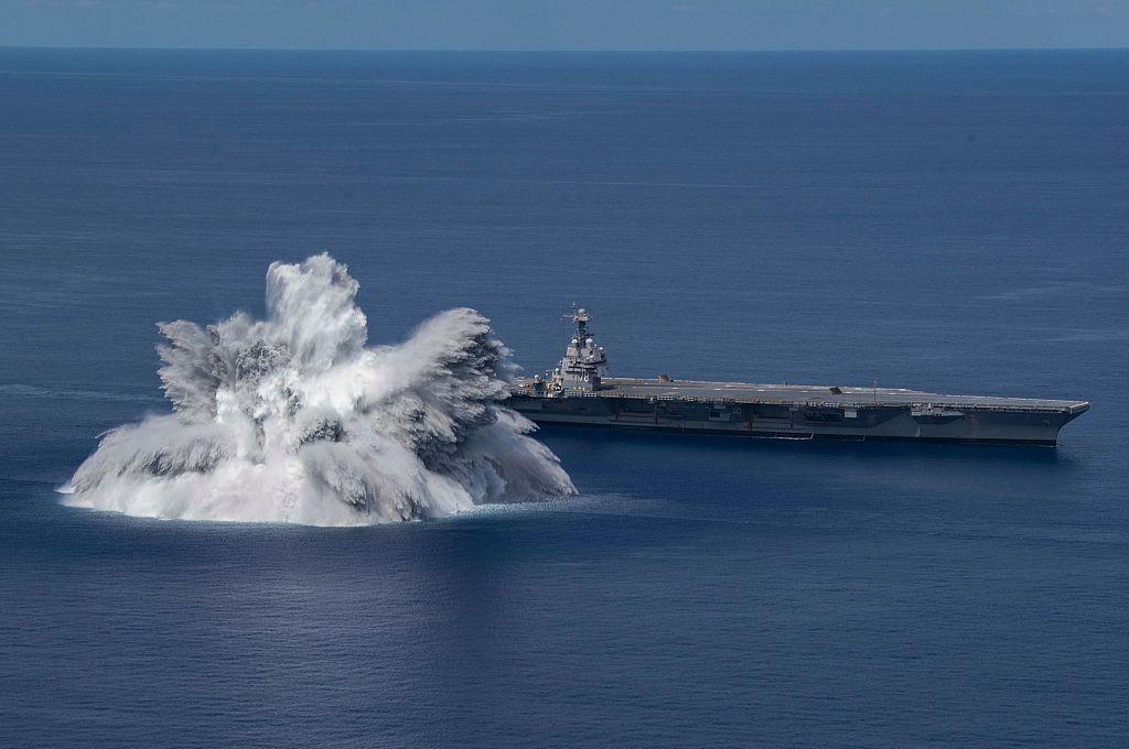 美国福特号航母进行冲击试验 海面震颤堪比地震