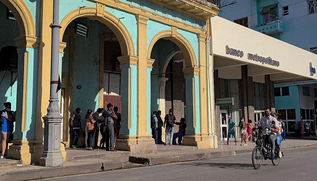 古巴银行暂停接受美元现金存款