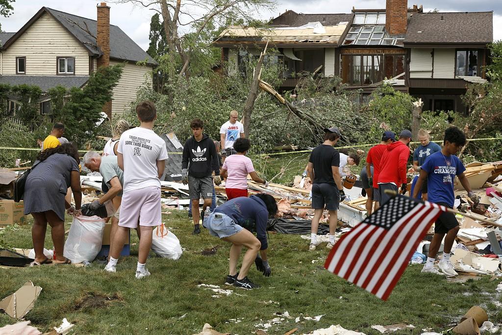 美国伊利诺伊州遭遇龙卷风天气 致5人受伤