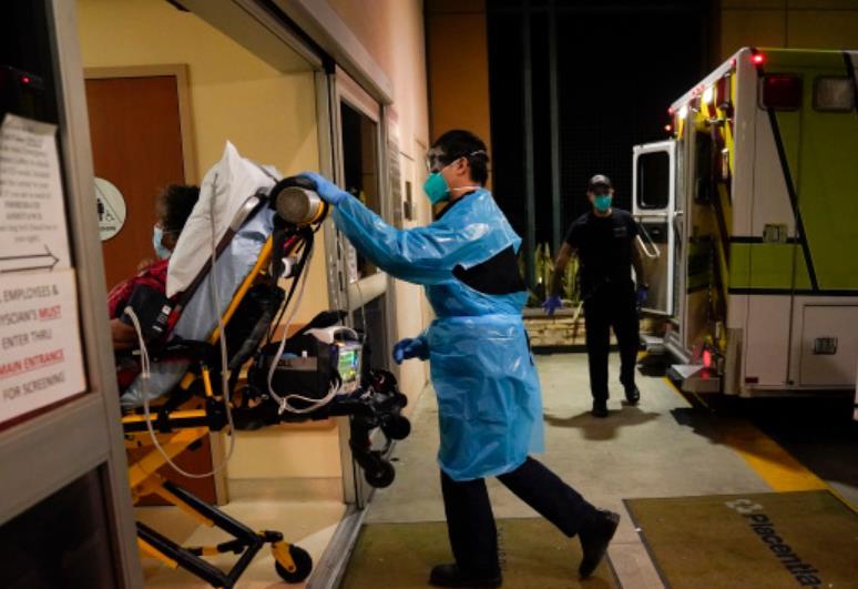 美国加州一名新冠肺炎患者被送进急诊室.jpg