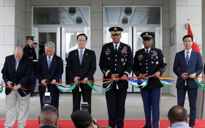 图为驻韩美军司令部新总部大楼29日举行启用仪式。