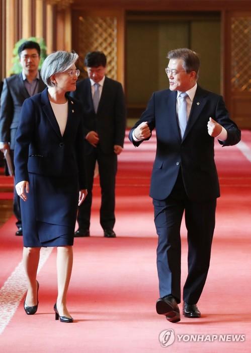 康京和被文在寅提名为韩国外长