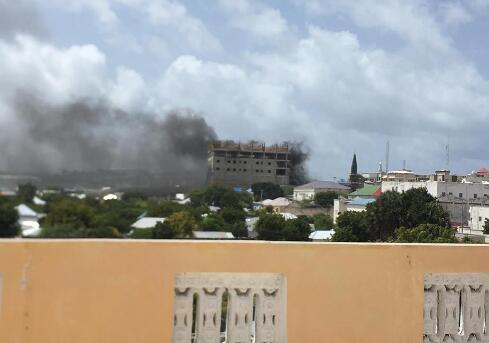 """索马里首都突发连环爆炸及枪战 """"青年党""""宣布负责"""