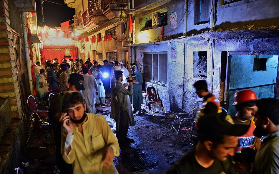 巴基斯坦一集会遭自杀式炸弹袭击 已致70死