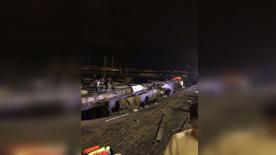 西班牙一海边音乐节木质码头垮塌 致266人受伤