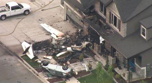 美国资深飞行员驾驶飞机撞向自家住宅 当场死亡