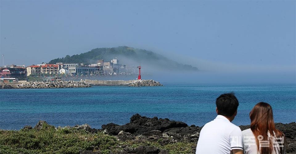 图为济州岛道头峰