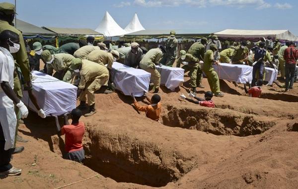 坦桑尼亚为沉船遇难者举行葬礼 幸存者仍在寻亲人