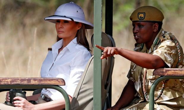 """美国第一夫人梅拉尼娅头戴象征""""殖民主义""""的白色遮阳帽"""