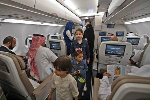 男子身着短裤被禁止登沙特航班 裹上围裙才登机