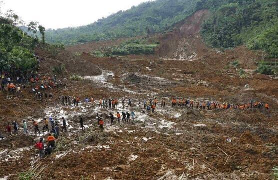 印尼苏门答腊省发生山洪泥石流 已致22死数十伤