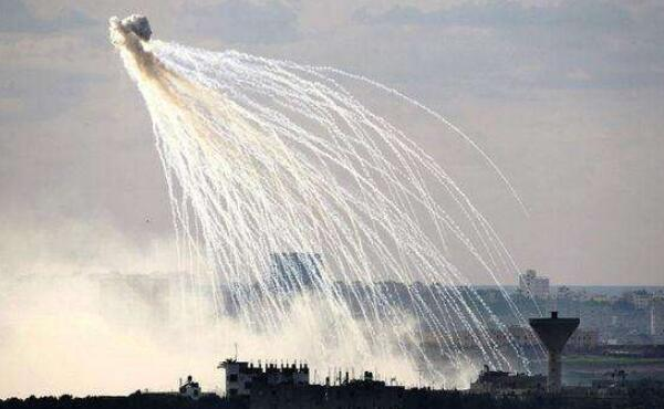 俄媒称美国联军用白磷弹空袭叙利亚。