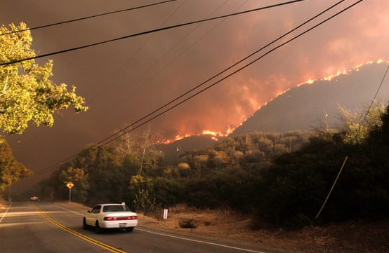 """加州山火死亡人数升至23人 特朗普斥森林管理""""糟糕"""""""