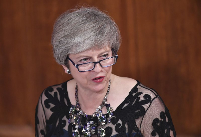 特蕾莎·梅12日在内阁会议上讲话。