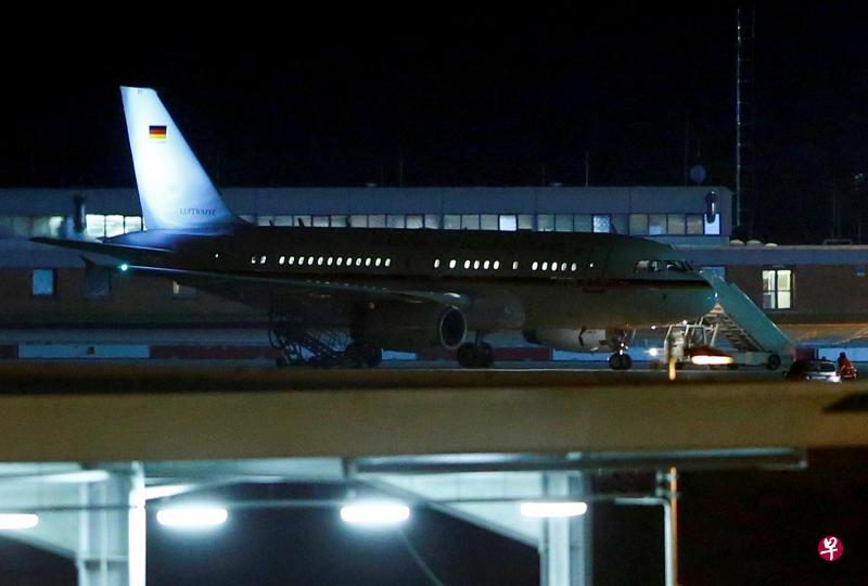 德国总理默克尔乘坐的政府专机停泊在科隆-波恩机场。