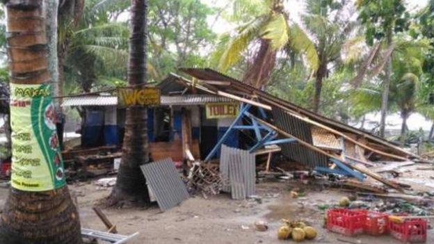 赫尔迪延萨被海啸毁坏的店铺
