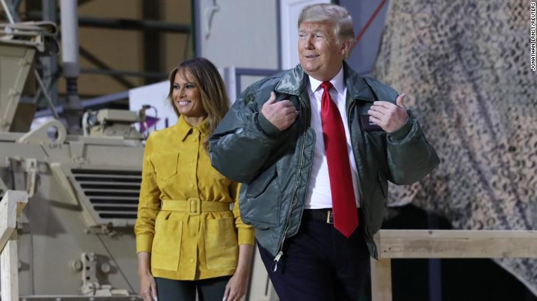 美国总统特朗普26日突访驻伊美军