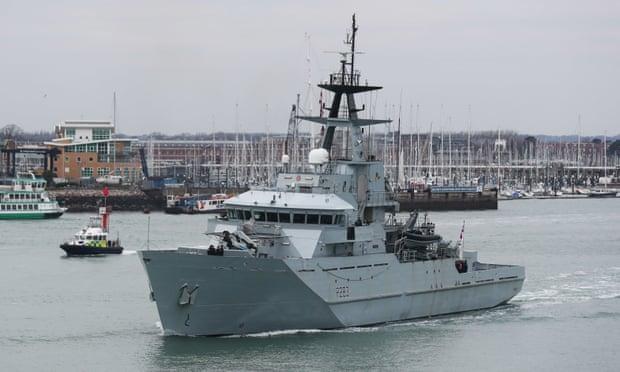 """英国在英吉利海峡部署皇家海军""""默西""""号巡逻舰。(图源:英国《卫报》)"""