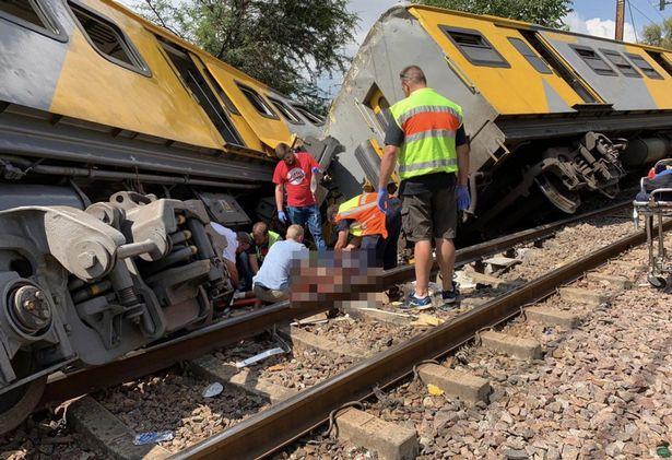 当地时间8日,南非比勒陀利亚的两列火车相撞