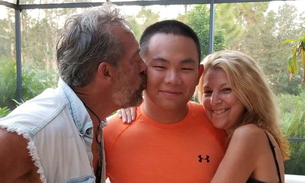 Xinhua和他的养父母