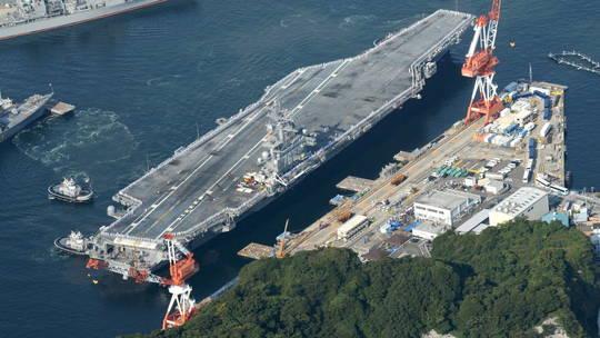 日本政府要高价买岛供美军训练,民众生气了。