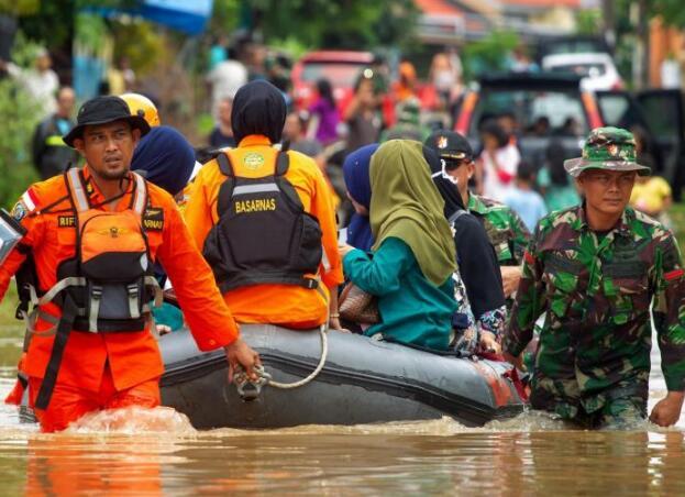 印尼暴雨引发洪灾及山体滑坡 已致59死25人失踪