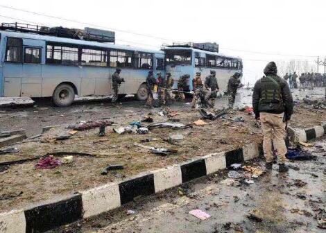印控克什米尔地区14日发生一起自杀式袭击(图源:路透社)