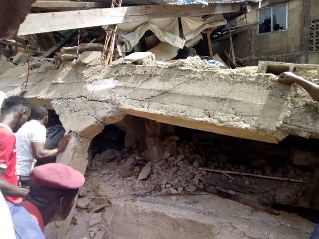 尼日利亚三层建筑倒塌 100多人被埋 有学生受伤