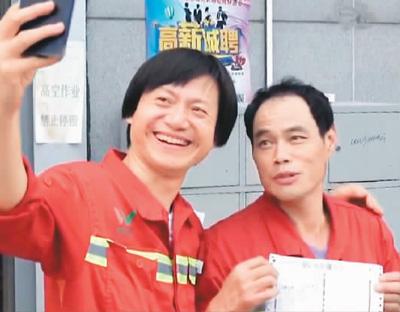 参与拍摄纪录片的过程中,郭盛(左)与北京市环卫工人史书正师傅成了好友。