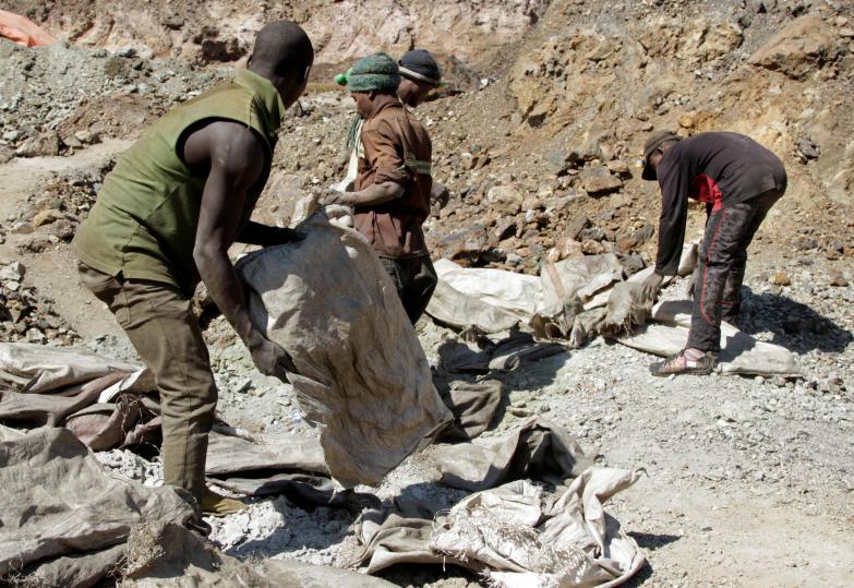 刚果东南部矿场坍塌 至少43名非法矿工死亡