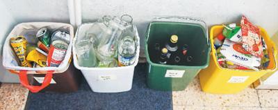 在奥地利维也纳一名居民家中拍摄的分类垃圾桶。