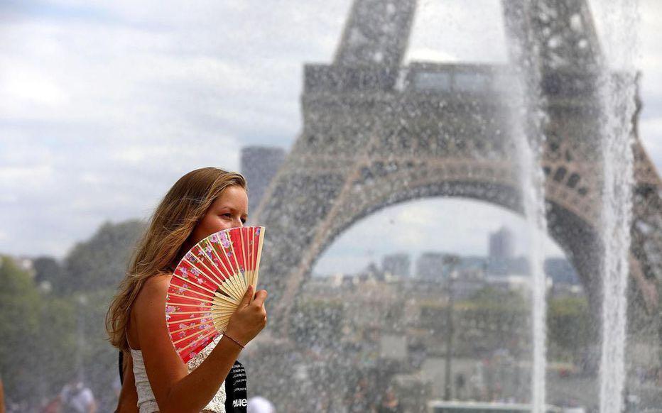 法国部分地区高温直冲42度 员工可以不上班