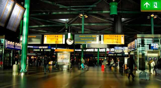 荷兰一机场取消180趟航班 因加油系统出现故障
