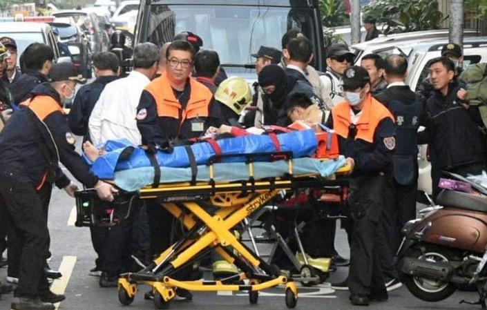 """台5旬男子与警察对峙火拼,警方3次冲锋开100枪""""获胜"""""""
