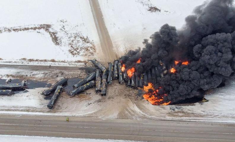 2个月内连发2起货运火车脱轨事故 加拿大发布30天限速令