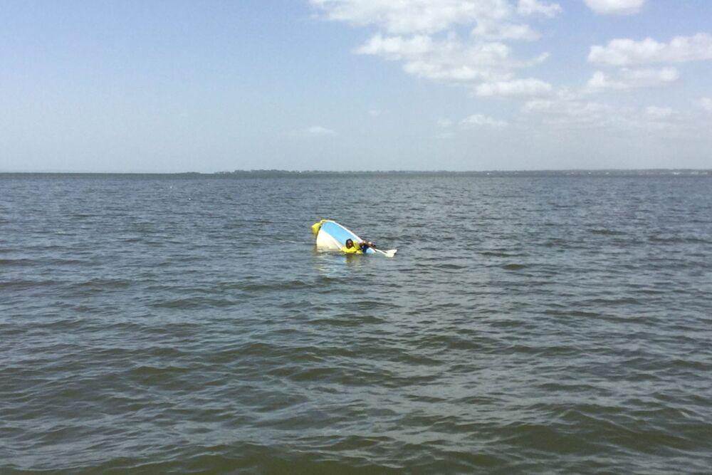 小船翻沉,忠犬踩水11小时帮主人顺利获救
