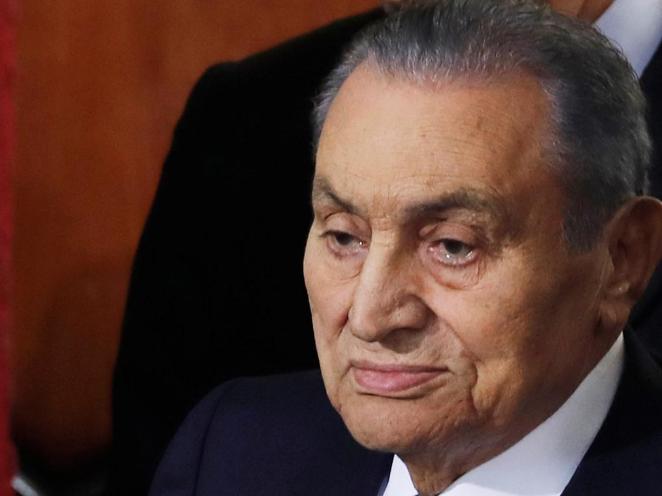 """埃及官方向穆巴拉克家人致哀 称其为""""军事领袖和战争英雄"""""""